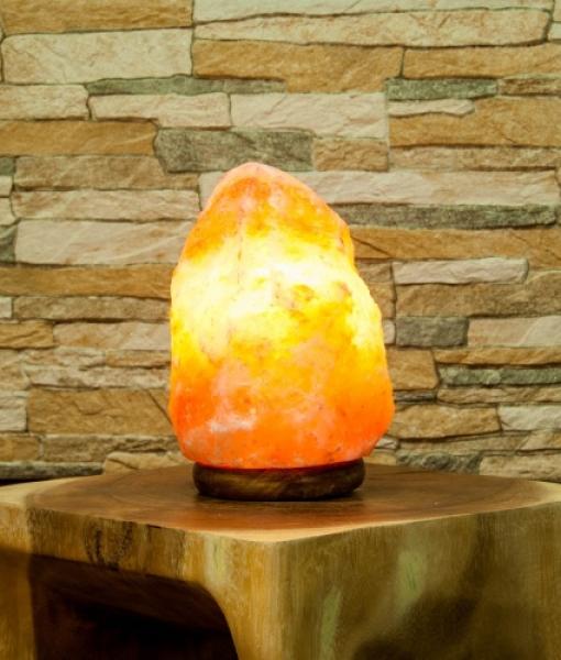 salzkristall lampe mit holzsockel 2 3 kg triskell 39 s ritualshop ihr onlineshop f r. Black Bedroom Furniture Sets. Home Design Ideas